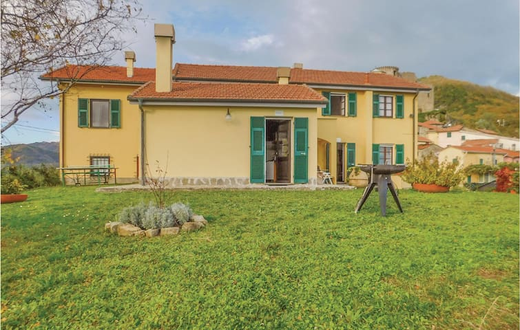 Semi-Detached with 2 bedrooms on 90 m² in Calice al Cornoviglio