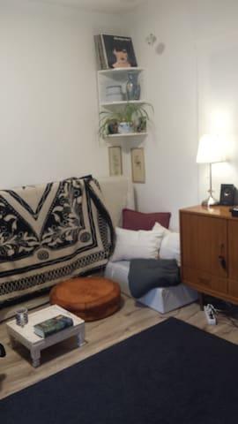 Ruhiges Zimmer mit großem überdachten Privatbalkon