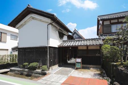 古民カフェ&Innオハナ 江戸時代の土蔵を貸し切り。併設の古民家カフェで香る珈琲を