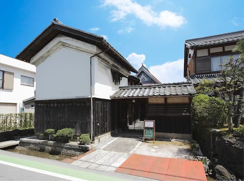 Private ancient cafe & Inn Ohana Edo period warehouse. Coffee scented in an ancient private cafe