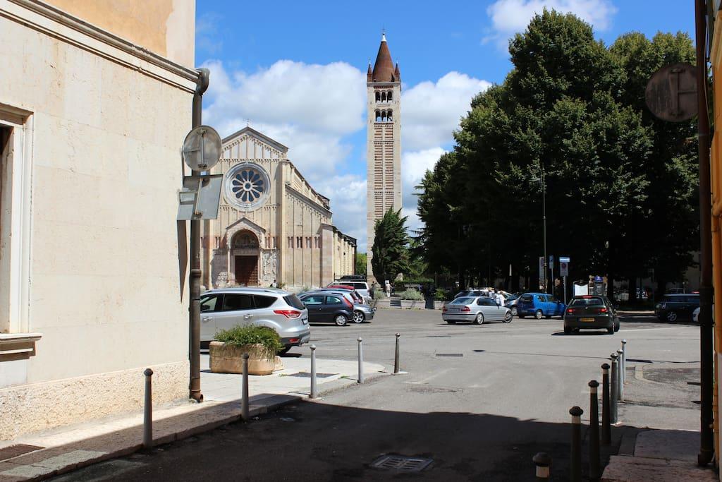 FUORI  DAL CORTILE PRIVATO: LA BASILICA DI SAN ZENO OUT SIDE THE PRIVATE COURTYARD: THE CHURCH OF SAN ZENO