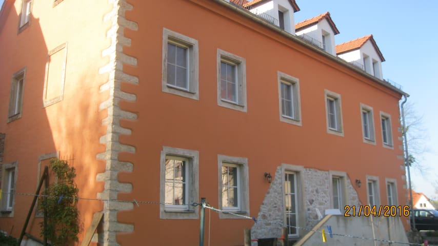 Bright room in family home 30 mins from Dresden - Meißen - Ev
