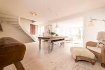 Tolles Zimmer + eigenes Bad + Wohnzimmer + Garten