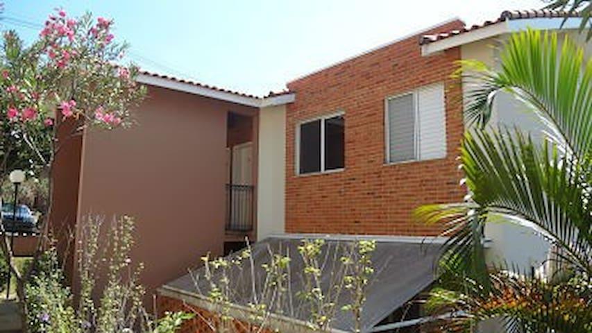 Apartamento em condomínio familiar e acolhedor - Campinas - Apartment