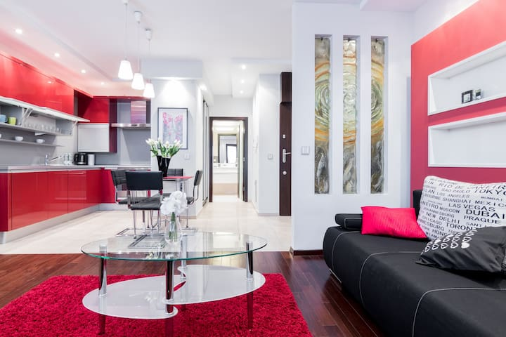Apartment on river boulevard with swimming pool 2