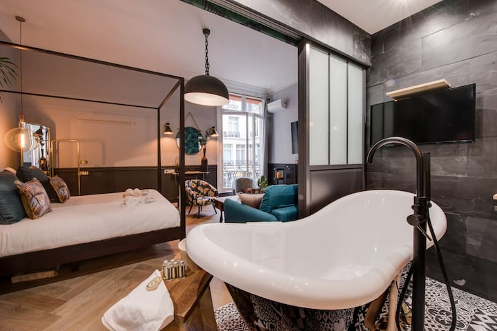 ROYAL SUITE on CHAMPS ELYSEES