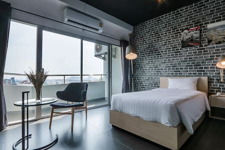 Loft style room/free wifi/Chiang Mai city center - Apartemen