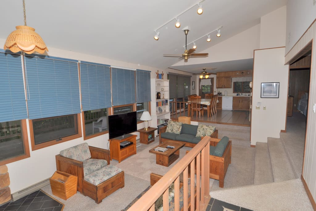 The spacious living room w/flat screen TV has room for all of your guests!