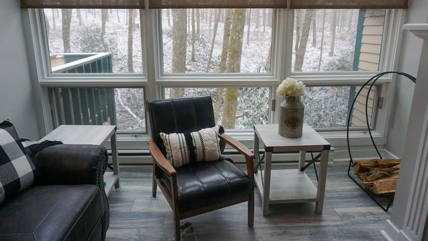 ☆ Accepting Reservations ☆ Condo & Loft Double Unit ☆ Sleeps 10 ☆ Nemacolin Grounds ☆