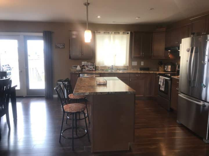 Modern 4 bedroom, 3 bathroom family home, Gimli