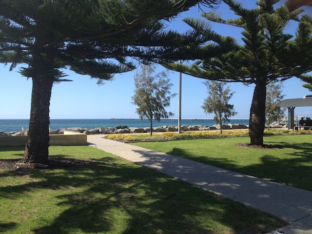Overlooking Busselton Foreshore - Geographe - Apartment