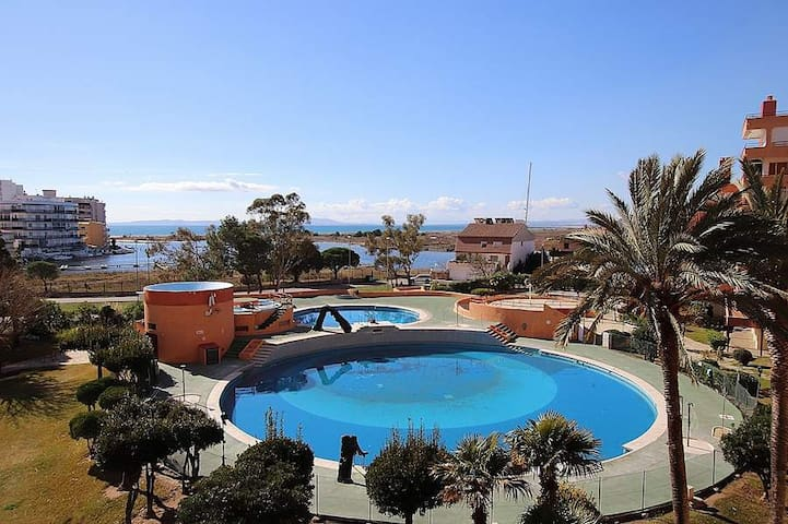 Spain Rosas 2 to 4 people Pool Tennis Beach