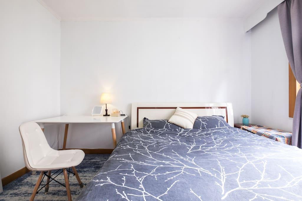 宽大的1.8米双人床以及充足的个人空间