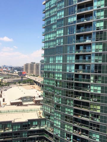Private Den in Shared Condo DWNTWN City Centre - Toronto - Apto. en complejo residencial
