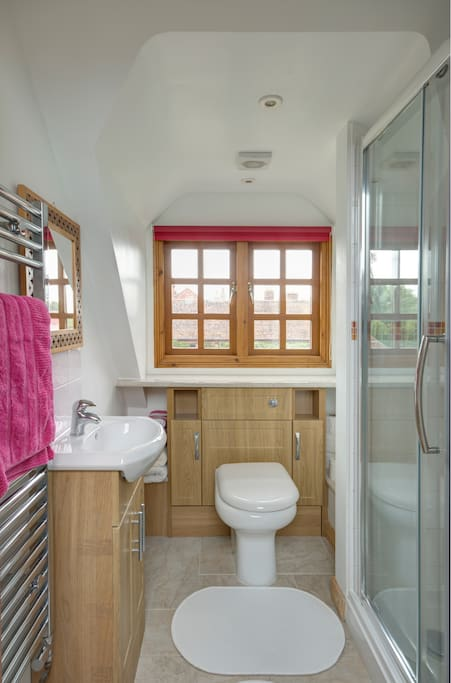 En-suite to Top Bedroom
