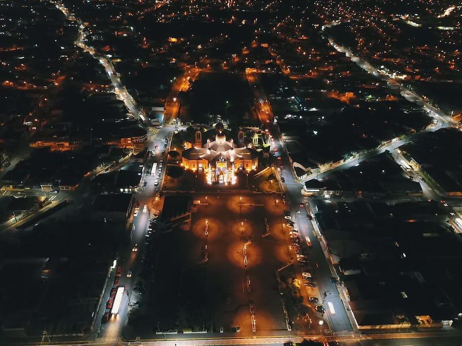 Vista aérea de La Basílica de Los Ángeles, ubicada 600 metes del  apartamento