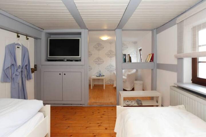 """Privatzimmer """"Seaside"""" in denkmalg. Fachwerkhaus"""