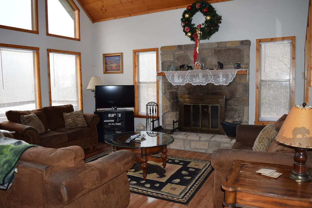 Spacious living room with wood burning fireplace, flat screen TV, mountain view and free wifi.