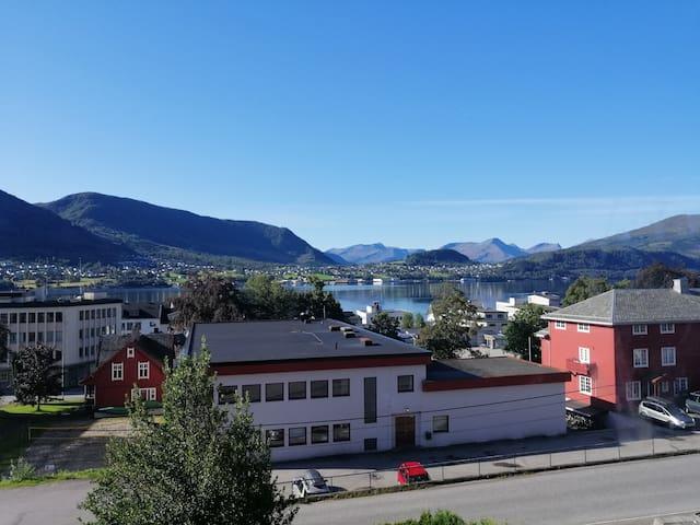 Sentralt og nydelig utsikt