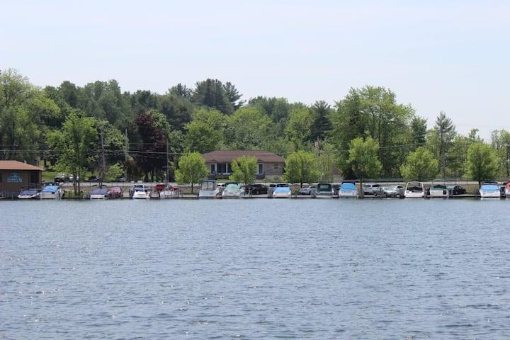 Dunham's Bay Lakeside Apartment on Lake George 1
