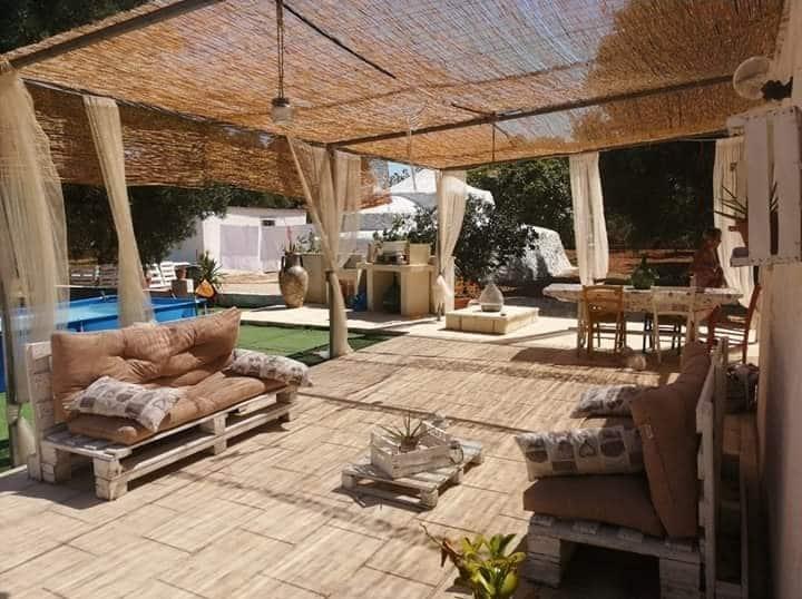 Salento, villa vacanza con trullo, tra gli ulivi.