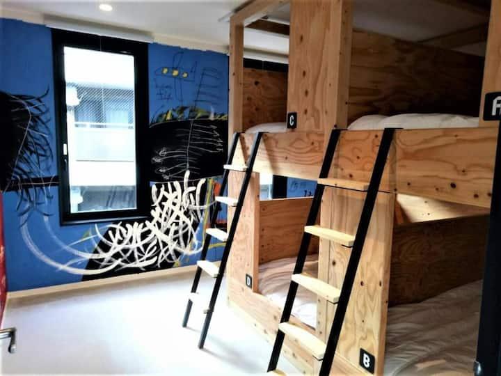 【與眾不同的藝術飯店】YOLO HOTEL MUSEUM  男女混合宿舍(四人房) 一張床位