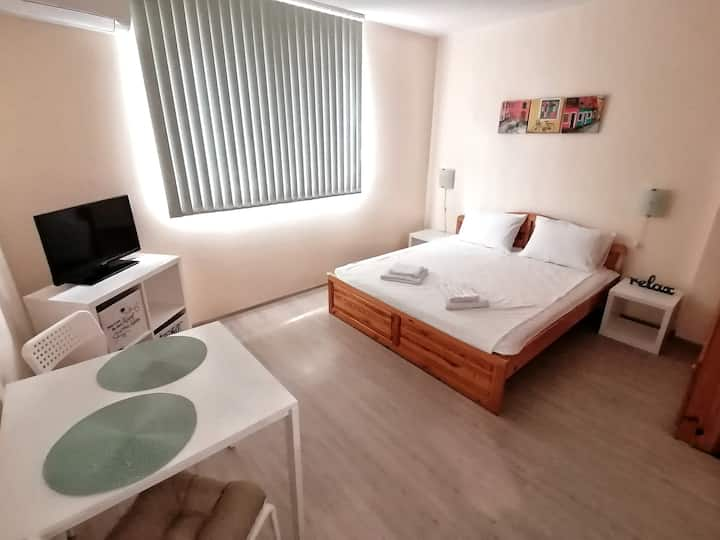 @Home - Newly renovated, near park & town center