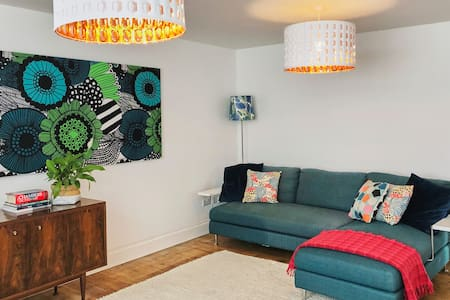 Stylish 2 bedroom Apartment in Moseley