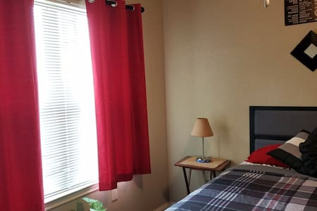 NICE ROOM FOR 2, CLOSE DOWNTOWN FREE PARKING.