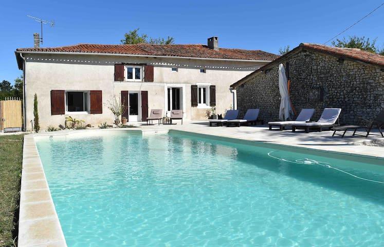 Maison de pierre avec grande piscine et 4 chambres