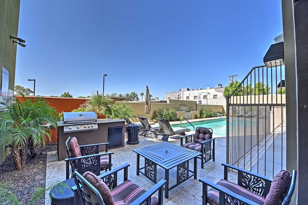 Located in the Lofts on Thomas, this condo offers you access to an abundance of community amenities!