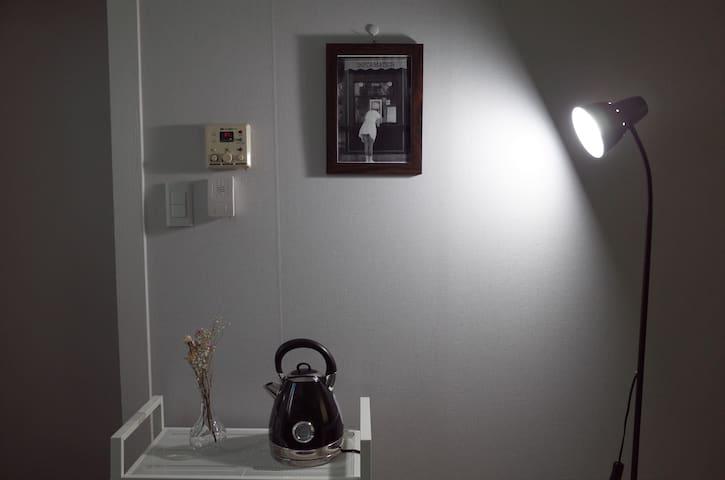 """[피톤치드 소독] 신축 """"아띠 하우스"""" 가성비 甲 감성숙소 / 대전 오월드 7분 #2"""