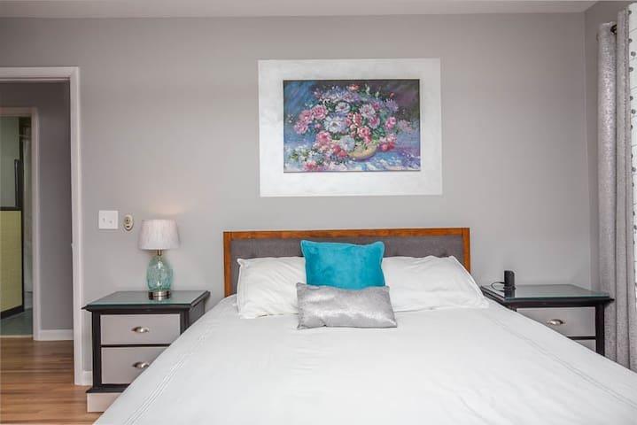 Guest Bedroom 2 with queen bed