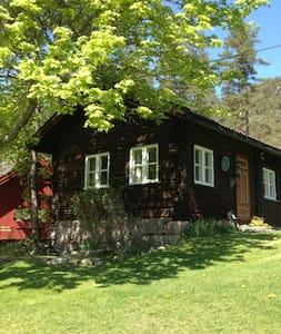 Sjarmerende eldhus på gård i Bø - Bø - Blockhütte