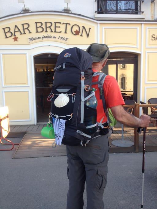 Escale idéale pour les randonneurs, le café est situé sur la route du Chemin de Compostelle