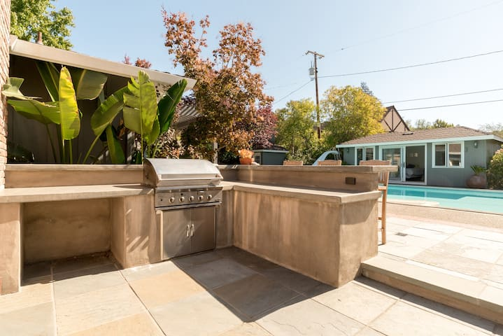 BBQ/Pool/Pool House