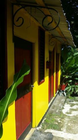 Mikuzi hostel portland