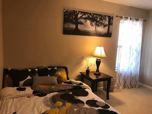 Cozy downstairs private room - Stone Mountain - Casa adossada