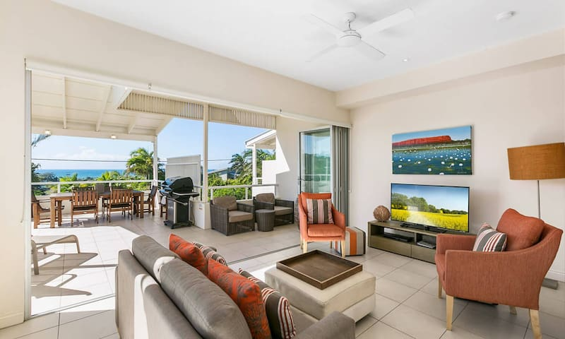 1 Silver on Sunrise - Luxury Townhouse with Views