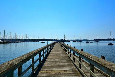 Steps from the Chesapeake Bay - Galesville