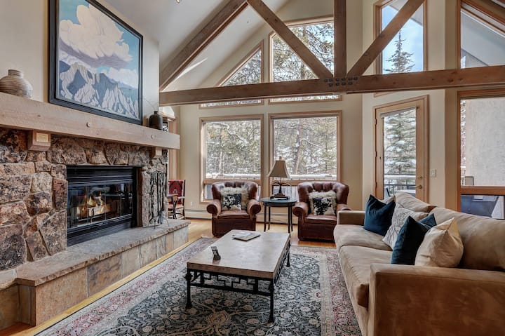 Luxurious 3 Bedroom/4 Bath Townhome- Beaver Creek Ski-in/out