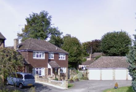 Family Home in Windlesham, Surrey - Windlesham - Huis