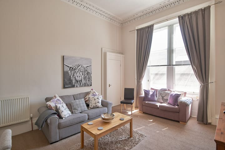 Central Edinburgh Apt Minutes to Royal Mile