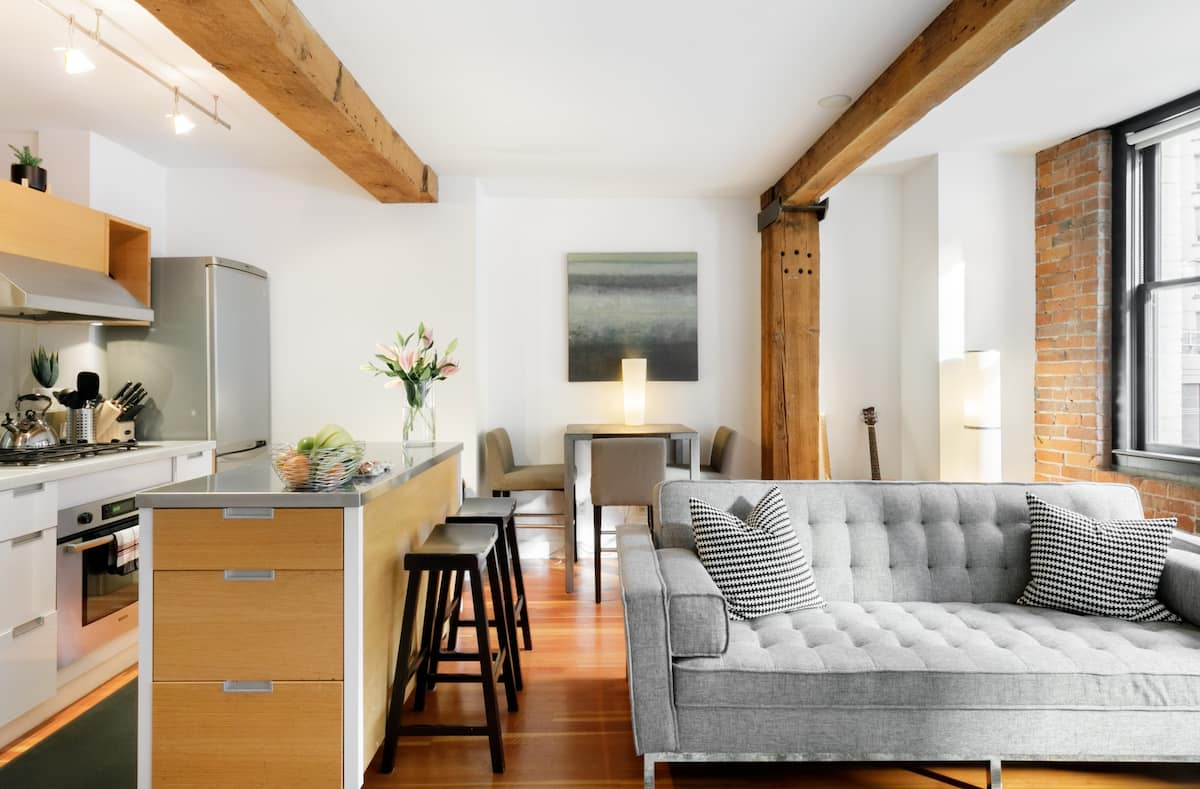 Open-Concept Loft in Heritage Building in Central Downtown
