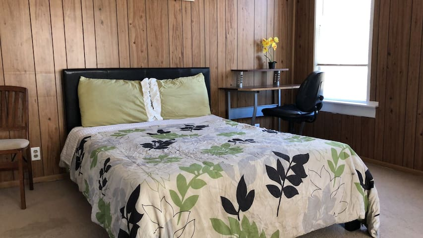 Jurupa Valley Adorable Room with 2 beds