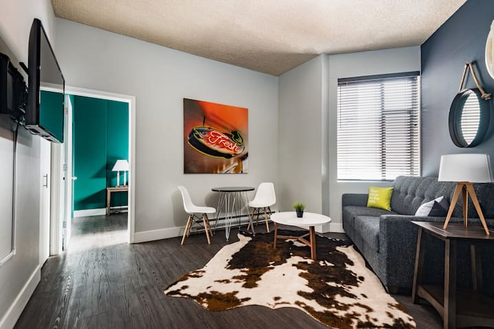 Lavish One Bed at Stay Alfred Pike Place
