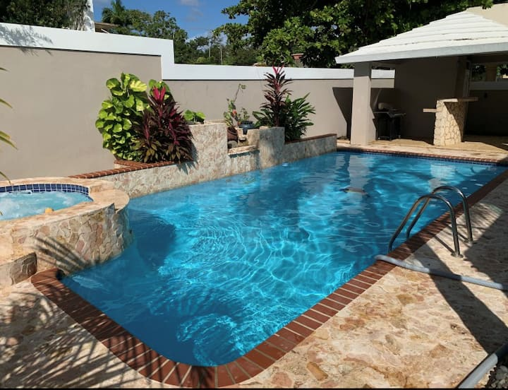 LargeLux Home w/Pool, Whirl Pool, Grill & Gazebo!