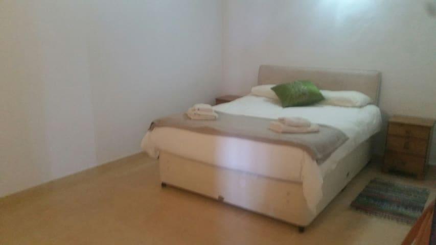 Room in Villa overlooking the lake in Beniarres