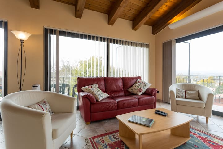 Panoramic Views Apt near Gubbio