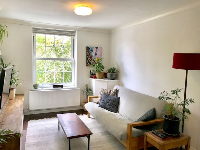 Beautiful flat, quiet location, easy city access